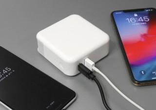 荷物をなるべく減らしたい人に! USB PDにも対応、モバイルバッテリーと充電器の合体製品