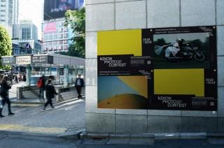 ニコン、渋谷の街をアートミュージアムに見立てて街頭にフォトコンの作品を展示