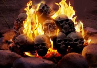 キャンプが一転、悪魔召喚の儀式に!? ドクロがそのまま燃える「ドクロ型炭」