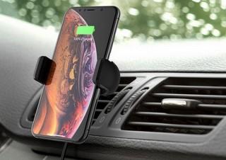ドライブのナビとしてスマホを使う時、充電しながら使える「無線充電車載ホルダー」
