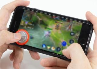 上海問屋、貼るだけでゲームの操作が楽になるスマホ用ジョイスティックを発売