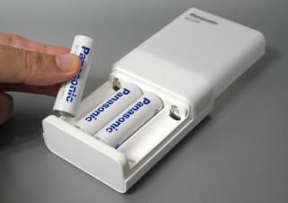 究極の防災グッズ?eneloop充電、モバイルバッテリー、懐中電灯としても使えるマルチ充電器 ~Panasonic「BQ-CC87L」~