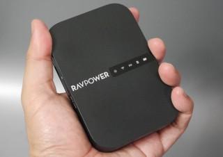 カードリーダー搭載、モバイルバッテリーとしても使える欲張りな11ac対応コンパクトルータ