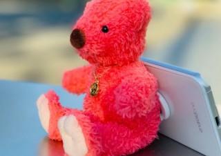 ラックンドック、スタンドの役割も果たすスマホ向けのクマのマスコット「プレイチャーム」を発売
