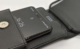 入れるだけで充電できるワイヤレスモバイルバッテリー付きスマホポーチが発売