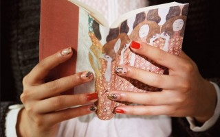 フェリシモの「クリムトの世界をまとうネイルシールの会」で、おしゃれ&華やかな指先を演出