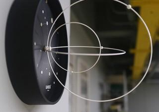 太陽系をイメージした神秘的な立体壁掛け時計「Solar System Clock」が販売開始