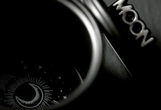 Gloture、AR技術で底に月面が浮かぶマグカップMOON AR MUGを発売