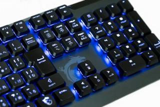 MSI、すばやいキー操作が可能なロープロファイル・メカニカルスイッチを採用したキーボードを発売
