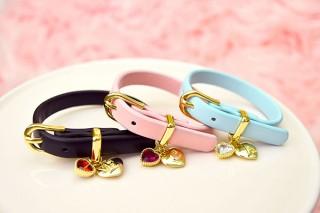 推しのカラーとイニシャルを選んでも!ハートが揺れる「heart drop initial charm bracelet」