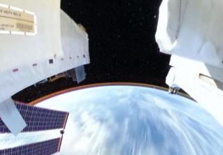 リコーの全天球カメラで宇宙視点を疑似体験!ISSで撮影した地球の大気等が見られる