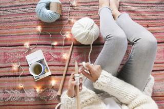 スペインの「We Are Knitters」から、ホリデーシーズンにぴったりのおしゃれな編み物キット登場