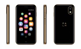 FOX、クレジットカードサイズの小型スマホ「Palm Phone」のゴールドを発売
