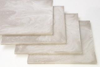 紙とポリ乳酸を複合した低環境負荷の新素材「PAPLUS」をリサイクル素材開発ベンチャーのカミーノが開発