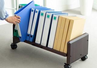 棚に傾斜ありで机下からスッとファイルを取り出しやすい「ファイルワゴン」発売