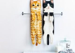 フェリシモ猫部™より、猫を持ち上げたときを再現した「なが~い猫タオル」発売