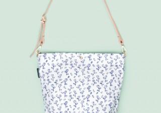 """バラとチェック柄にほっこり。北欧アーティスト""""マリアンヌ・ハルバーグ""""のイラストバッグ"""