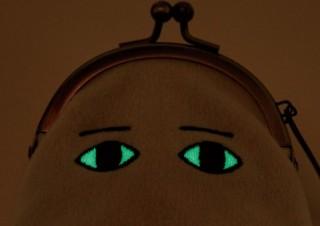 フェリシモ、「暗闇で目が光る 小さなメジェドさま がま口」プレゼントキャンペーン
