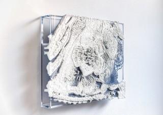 レースの飾りをモチーフとした芳木麻里絵氏の個展「fond de robe -内にある装飾-」