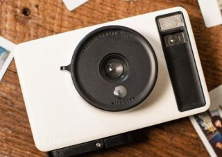 """""""エモさ""""は突然に、アナログで味があるインスタントカメラ「Pixtoss」発売"""