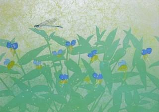 箔を貼った揉み紙に生き物や花を描いた新作を披露する野口満一月氏の日本画展「花 開く時、蝶来る」