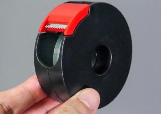 日々の小さなストレスを軽減、テープの端を自動で折り返せるテープカッター