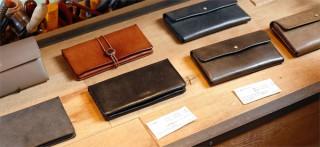 アンティークのように育つ「safuji」のやさしい革財布 ~ 霧のかかった本革とミニマムデザインの魅力  ~