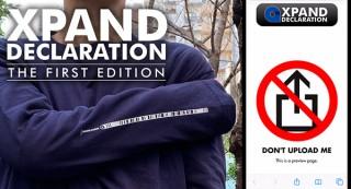 アップロード禁止を宣言する「Don't Upload Me(私をアップロードしないで)」Tシャツ