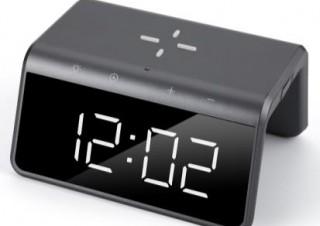 シンプルな見た目に5機能を搭載! ヤマダ電機のワイヤレス充電機能付き置時計