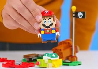 レゴで土管やクリボーを配置して、マリオを動かして楽しめる「レゴマリオ」