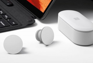 マイクロソフト、完全無線イヤホン「Surface Earbuds」を5月12日に2万円台で発売