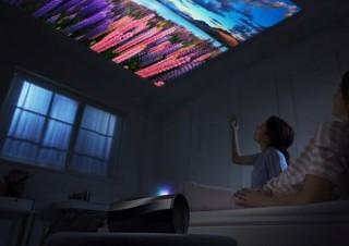 エイサー、縦・横・天井にも投影できるスマホ用「モバイルプロジェクター」発売