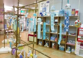 約100種類の有田焼の風鈴が展示販売されている「有田ふうりん展」
