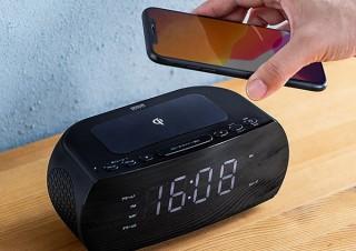 サンワサプライ、デジタル時計を搭載したワイヤレス充電器を発売