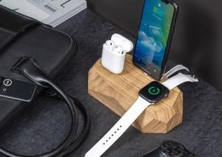 ポーランド発、Apple製品をまとめて充電する木製「3in1ドック」