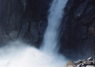 第25回木村伊兵衛写真賞の受賞写真家である鈴木理策氏の個展「海と山のあいだ 目とこころ」