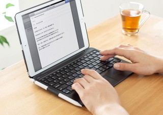 サンワサプライ、タッチパッドを内蔵した10.2インチiPad専用キーボードを発売