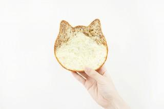オールハーツ、色付きの耳がかわいい「ねこねこ食パン ロイヤルミルクティー」を発売