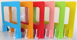 タチバナ産業、全6色のカラフルな窓付きパーテーションMadowaku-Danaを発売