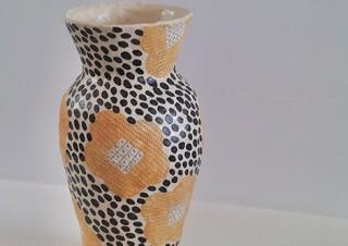 築90年の古民家をリノベーションしたシソンギャラリーで陶芸家の佐藤尚理氏の作品展「Tack」が開催