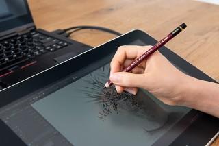 ワコム、高級鉛筆「Hi-uni」の木軸をそのまま活かしたデジタルペン「Hi-uni DIGITAL for Wacom」を発売