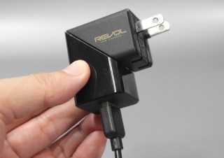 モバイルワークにこの1台! ボディが回転して周囲との干渉を防ぐUSB充電器