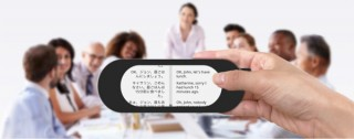 八楽、会話中に自動翻訳して字幕表示するポータブル翻訳機「ヤラクスティック」を発売
