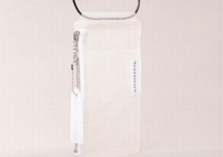 廃棄ビニール傘再利用ブランドPLASTICITY、スマホがぴったりの「マルチショルダーケース」発売