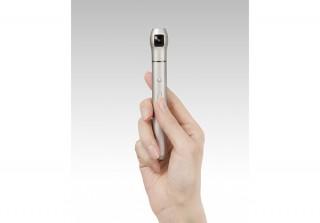 リコー発のスタートアップ・ベクノスより、超スリムなペン型全天球カメラ「IQUI (イクイ)」発売