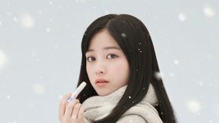 ロート製薬が橋本環奈さんを起用した「雪国環奈」広告ポスターを題材としたイラストを募集