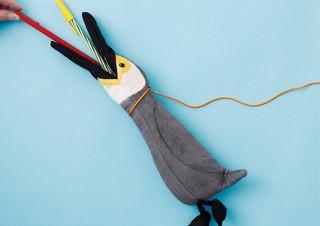 フェリシモ、くちばしからペンを出し入れできる鵜飼いを再現した鵜ペンケースを発売