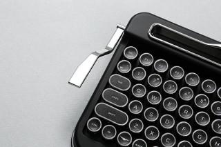 プラススタイル、タイプライター風ワイヤレスキーボード「PENNA KEYBOARD」を発売