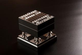 """コスモ、""""超々ジュラルミン""""製で4分の1スケールの極小サイズの将棋盤セットを受注販売"""