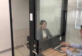 コクヨ、閉鎖空間でガラス越しの対面が可能な「WORK POD 1on1タイプ」発売